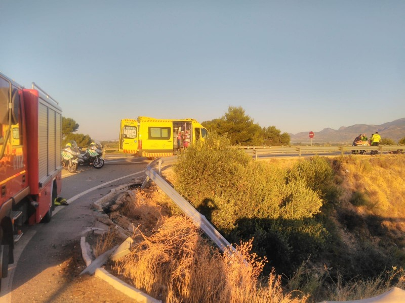 <span style='color:#780948'>ARCHIVED</span> - Four hospitalised after car leaves the road in Alhama de Murcia