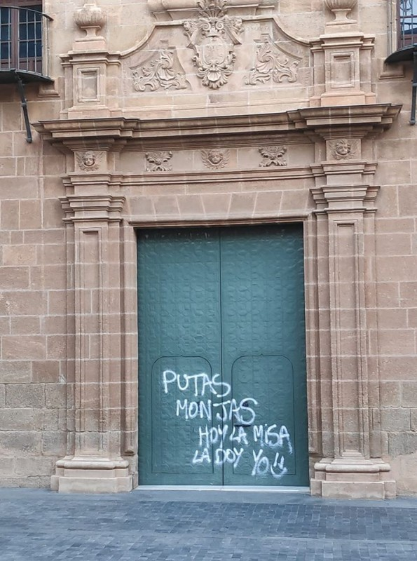 Two detained for defacing Alhama de Murcia church with graffiti