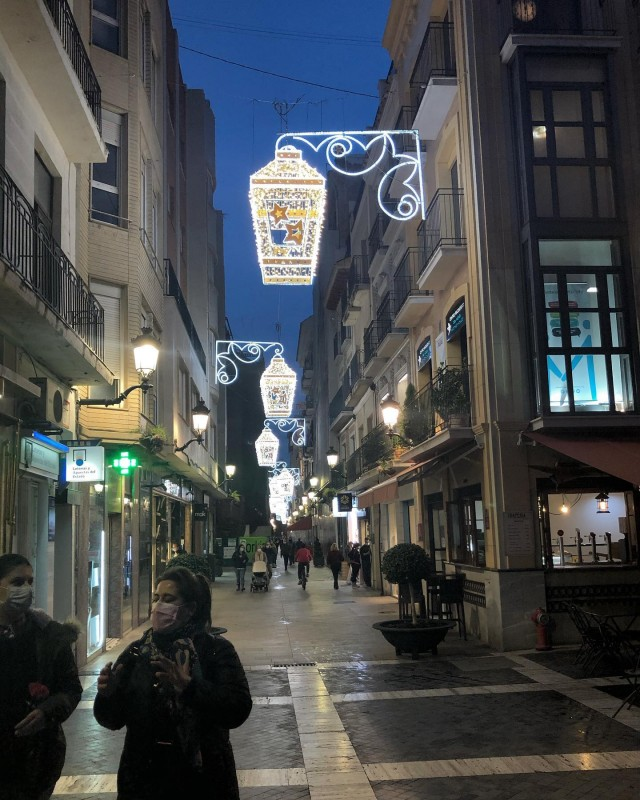 <span style='color:#780948'>ARCHIVED</span> - First part of Christmas lights switched on in Murcia City